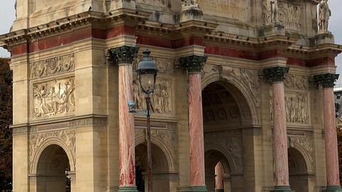 The Triumphal Arch (de Triomphe du Carrousel) in front of the Louvre museum, Par Live Action