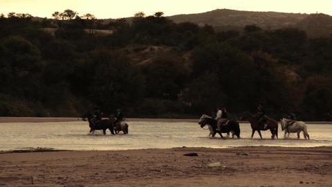 RIDERS CROSSING COLORADO RIVER 画像