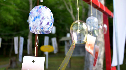closeup shot of glass wind chimes on tengu mountain at otaru, hokkaido, japan 画像