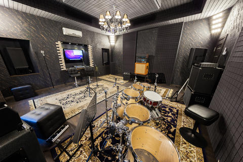 the interior of the recording studio with musical instruments Foto