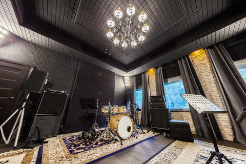 professional music recording studio with musical instruments フォト
