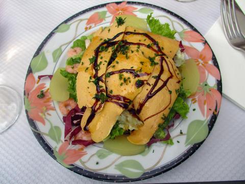 Salad Foie gras, French recipe Foto