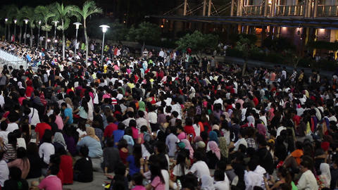 MALAYSIA - 2012: Crowded people watching tv in kuala lumpur Stock Video Footage