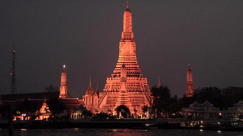 Wat Arun, the Temple of Dawn at Night Live Action