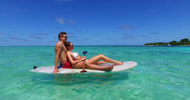 v11372 two 2 people romantic young people couple paddleboard surfboard with Live Action