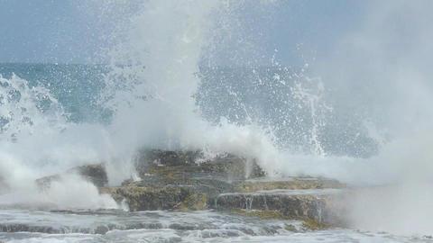 Ocean Waves Image
