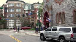 USA Virginia Norfolk street view with cars and Freemason Abbey Restaurant ビデオ