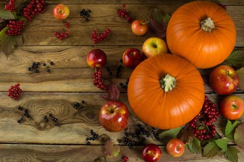 Pumpkins on wooden table Fotografía