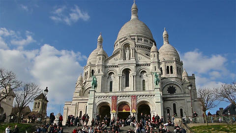 PARIS, FRANCE - March 22, 2016: Basilica Sacre Coeur in Montmartre in Paris Footage