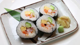 Seafood thick rolled sushi Live Action