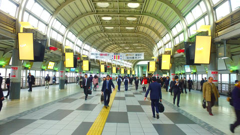 Connecting passageway of Shinagawa station in Tokyo Japan ビデオ