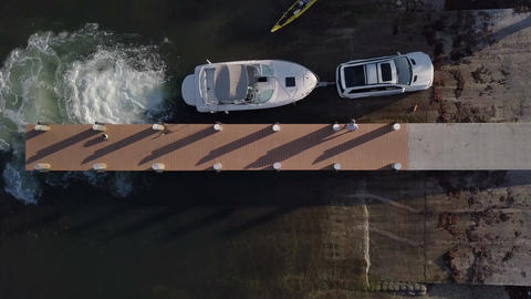 Over Head Shot Of A Boat Loading On To A Trailer At A Marina Dock Filmmaterial