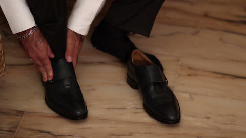 man's shoes is tying - closeup shot Footage
