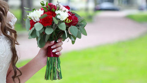 beautiful wedding bouquet in the hands of the bride and groom Archivo