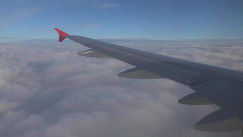 wing aircraft entering into the layer of clouds ビデオ