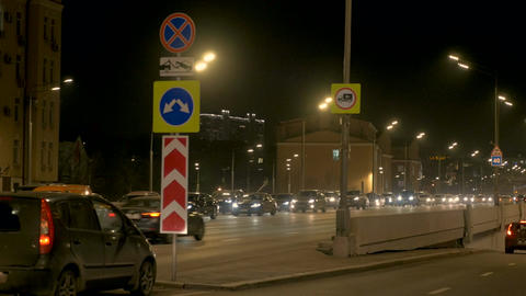 Intensive traffic of cars, along city streets. On the bridge, in the evening Archivo