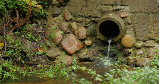 Build cement concrete pipe drainage canals drain the fluid flow 画像