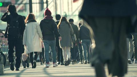 師走、足元、カップル、デート、クリスマス、プレゼント、歩く、手繋ぎ、ライフスタイル、顔なし、東京、後ろ姿、渋谷、イメージ、ハイスピード、スーパースロー、雑踏、混 ライブ動画