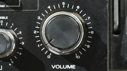 Spinning volume knob Live Action