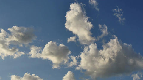 Beautiful cloudscape of clouds building reflecting the morning sunshine ライブ動画