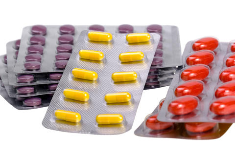 Medicine pills and capsules packed in blisters フォト