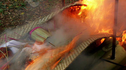 burning dead body, balinese funeral Footage