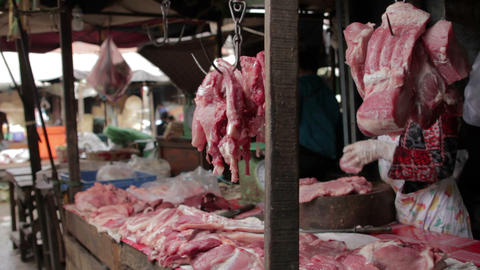 unhygienic meats in asian market Stock Video Footage