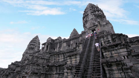 Tourists climbing angkor wat temple Stock Video Footage