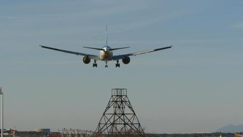 Rear view of a modern jet landing in sunset skies ビデオ