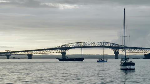 shot of auckland harbour bridge 画像