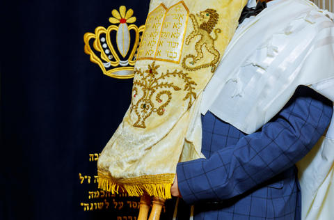 Jewish Torah at Bar Mitzvah Jewish man dressed in ritual clothing フォト