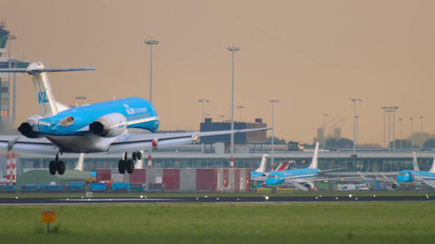 KLM Cityhopper Fokker 70 landing Footage