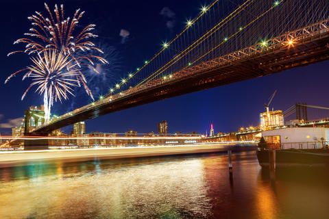 Amazing celebration fireworks New York City Brooklyn bridge and Manhattan フォト