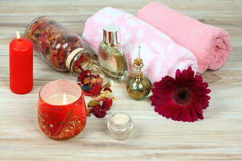 Christmas spa concept with candles and flower Foto