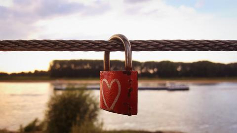 Heart Padlock On A String With River Fotografía