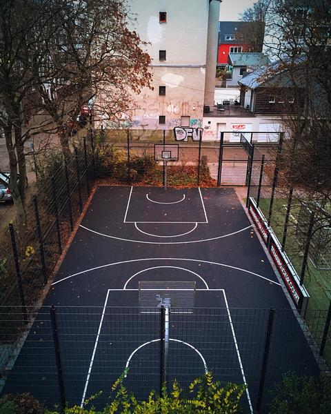 Urban Basketball Court In The City Fotografía