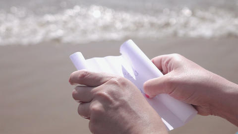 Video of paper with the message marry me in hands in real slow motion Live Action
