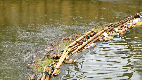 The waste trap device before flowing into the sea Made from bamboo tied together 영상물