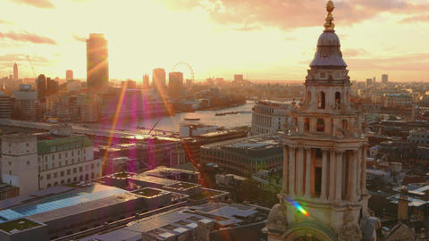 Beautiful London in the evening Live Action