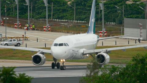 SilkAir Airbus A319 taxiing Footage