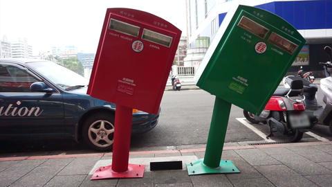bending post Taiwan landmark. Typhoon Bent Mailboxes in Taipei Archivo