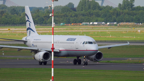 Aegan Airbus A320 taxiing Footage
