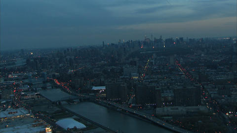 Nyc bridges and buildings at dawn Live Action