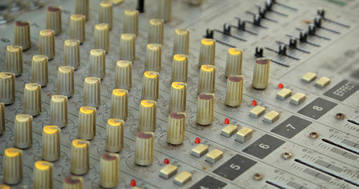 Many Knobs and Buttons on an Old Fashioned Audio Mixer ライブ動画