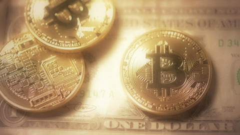 Bitcoins on dollar background dreamy focus Live影片