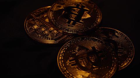 The Bitcoin Falling ビデオ