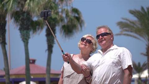 Video of senior couple taking a selfie picture in real slow motion Filmmaterial