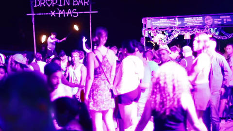 young people dancing at the full moon party Live影片