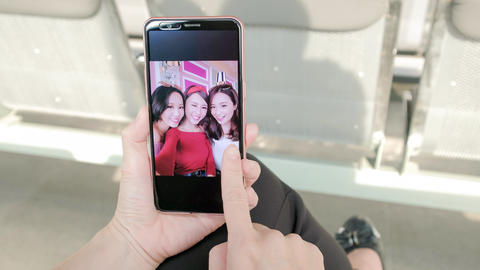 woman look her friends photo Live影片