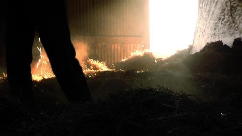 Farmer stacking straw in the hayloft ビデオ